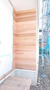 外壁のレッドシダー