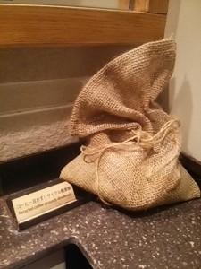 トイレの消臭剤も豆をリサイクル。これ、真似してみようかな!